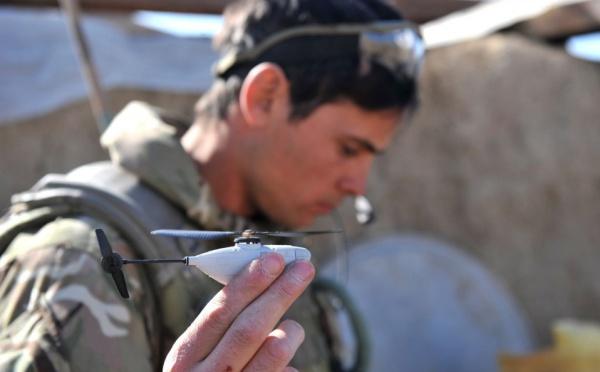 Les soldats britanniques en Afghanistan emploient des Micros-hélicos