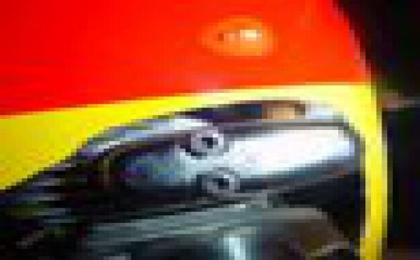 Découpage des ouvertures dans un capot pour un moteur thermique